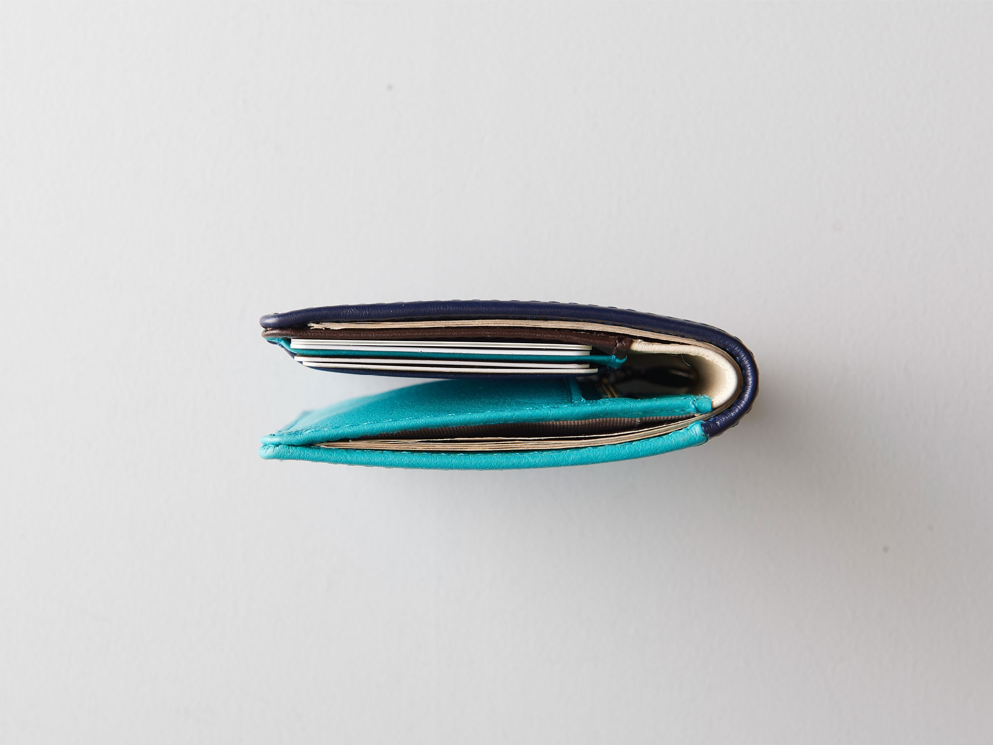 新商品「二つ折りミニ財布」究極の薄さを実現したミニウォレット発売 image04