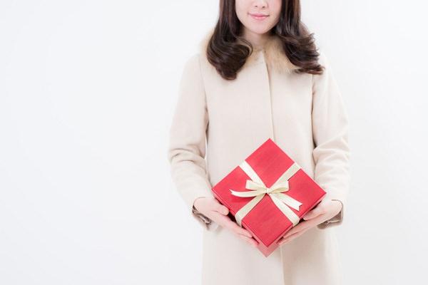 記念日のプレゼントで彼氏をドキッとさせる渡し方10選